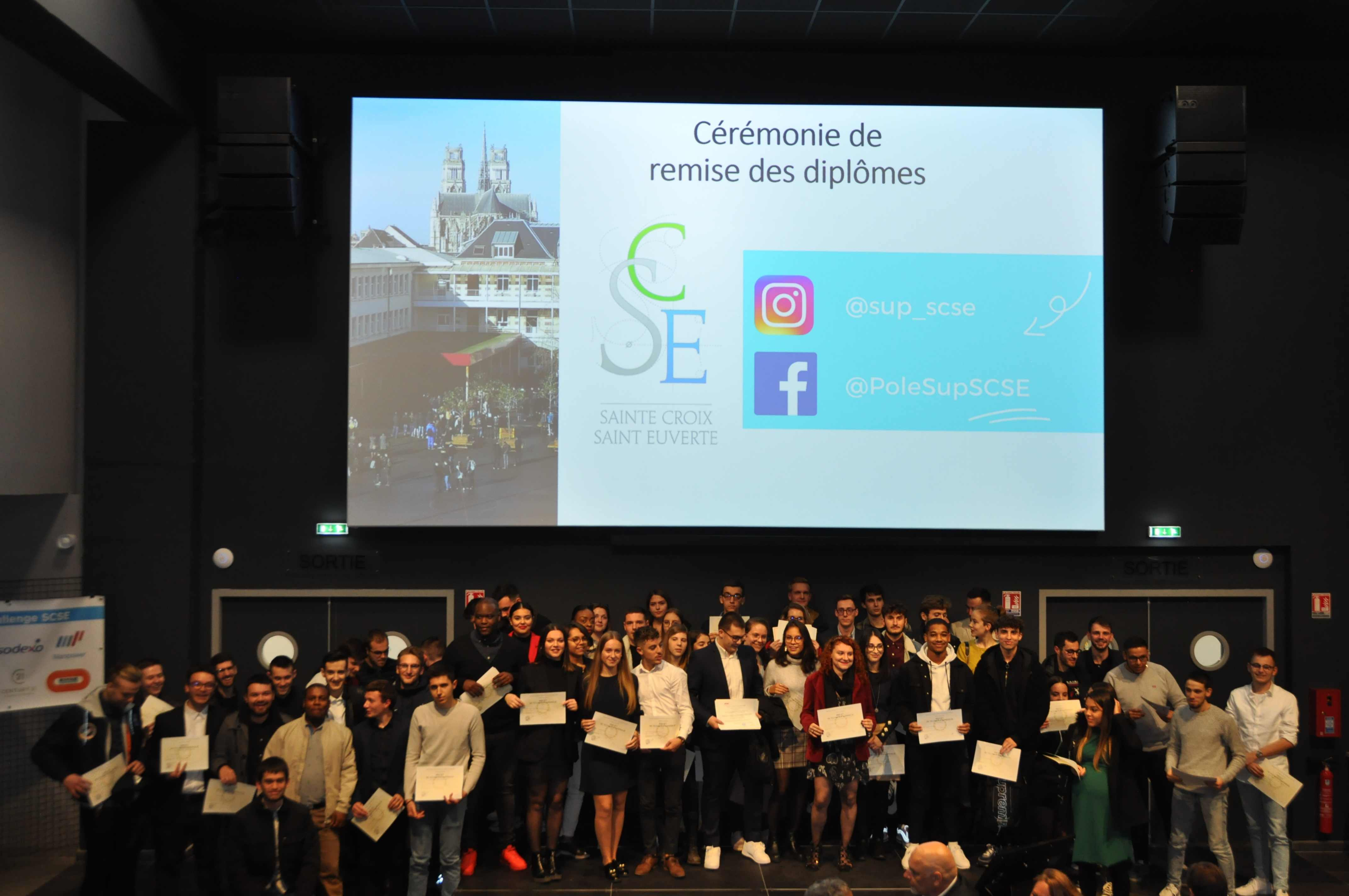 Remise Diplomes SUP0031